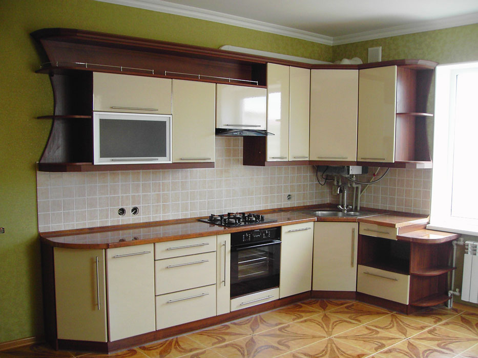 кухня с фасадом постформинг