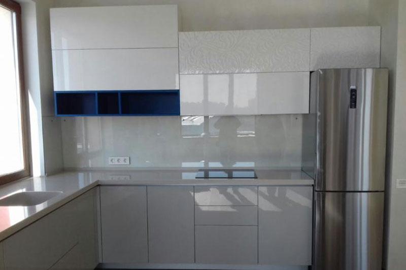 кухня белый платинум