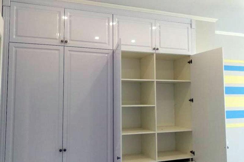 Шкаф классический