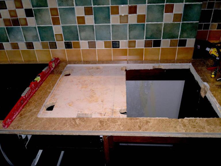 использования керамогранитных напольных плит, в качестве столешницы