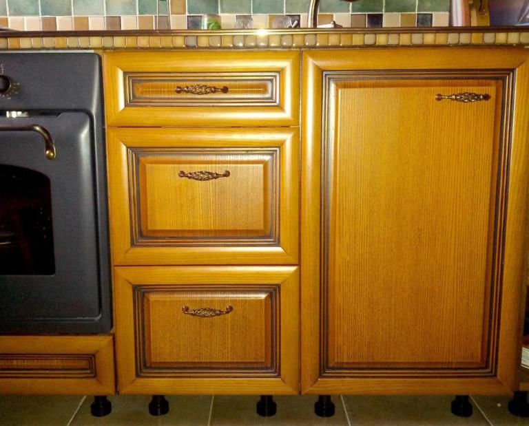 Кухня прованс из массива мебельного щита