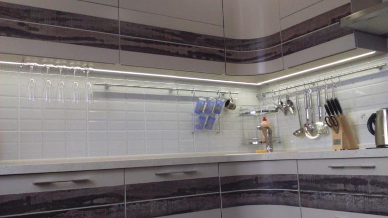 Сочетание крашеных фасадов с пластиковыми вставками