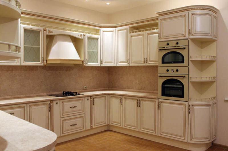 Кухня в классике для большой семьи