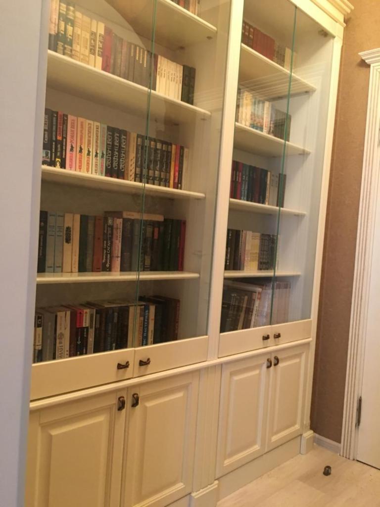 Книжный шкафчик из массива ясеня