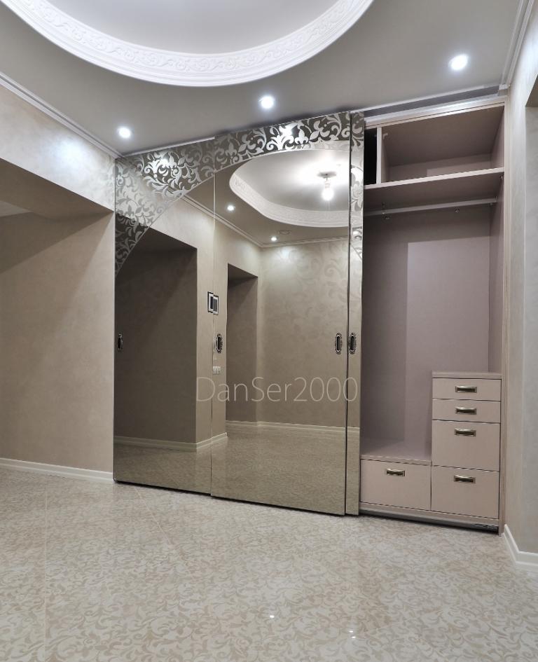 Шкаф-купе с безрамными дверями